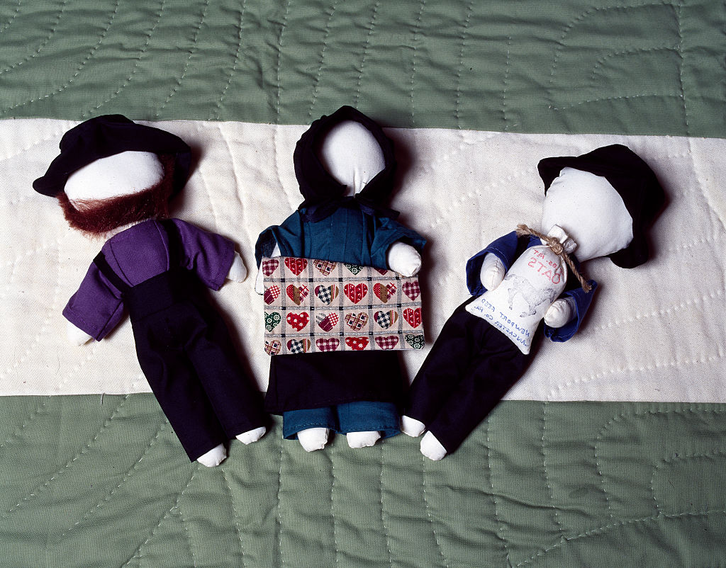 amish-faceless-dolls