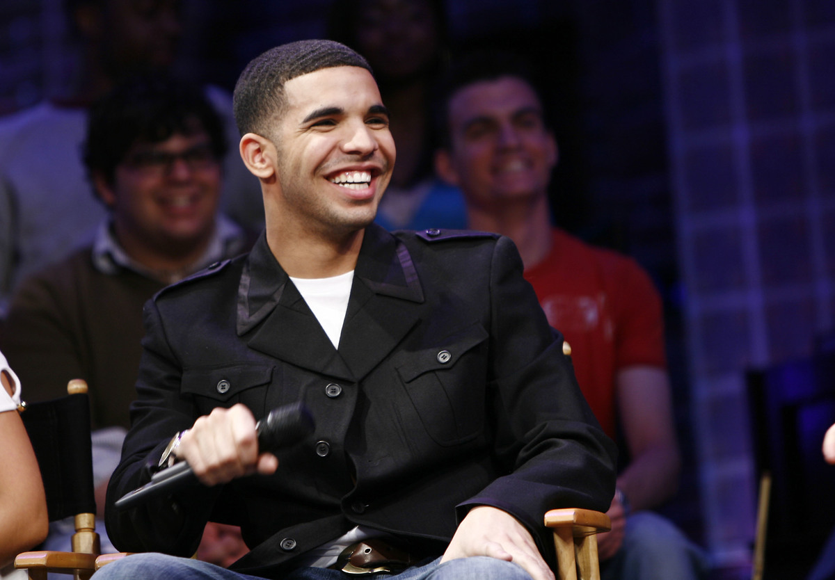 Drake speaking at Rosie O'Donnell event with other degrassi cast