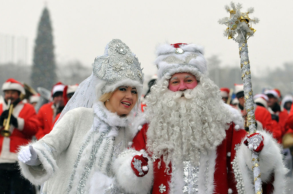 People dressed up as  Ded Moroz and Snegurochka