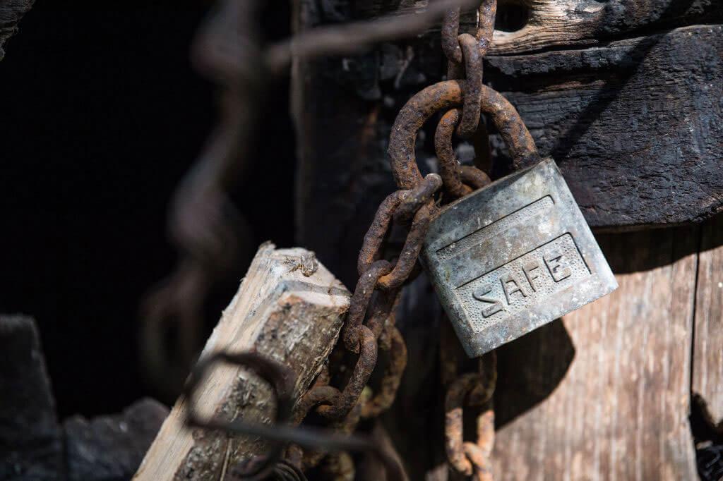 rusted-lock-50002