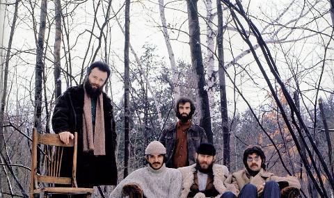 Garth Hudson, Rick Danko, Richard Manuel, Levon Helm, Robbie Robertson - posed, group shot of The Band