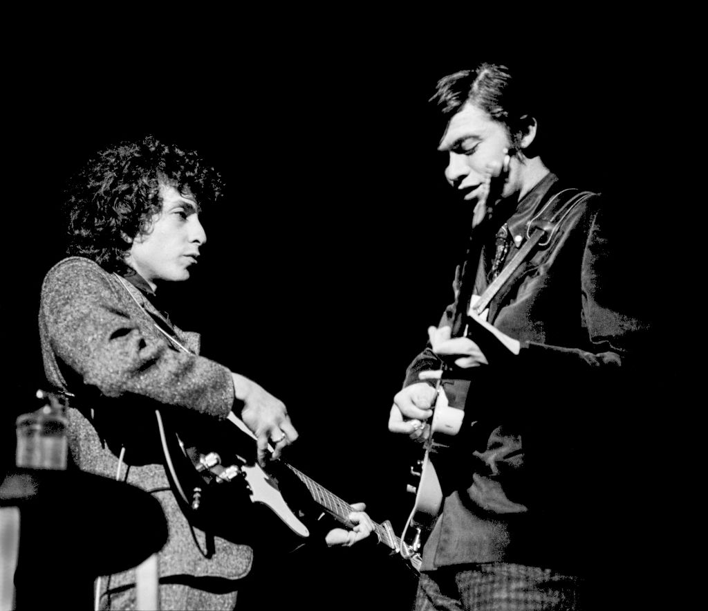 Bob Dylan (L) and Robbie Robertson (R) playing electric guitars