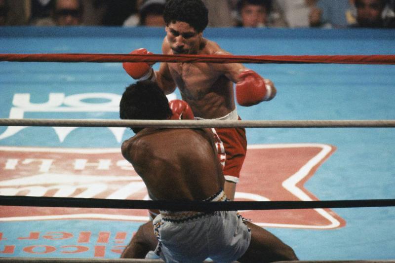 Wilfredo Gomez slamming his opponent