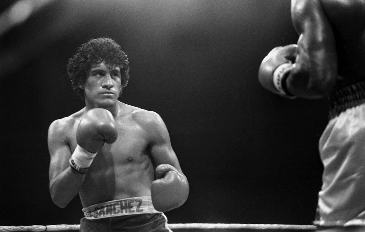 Salvador Sanchez v Azumah Nelson in black and white