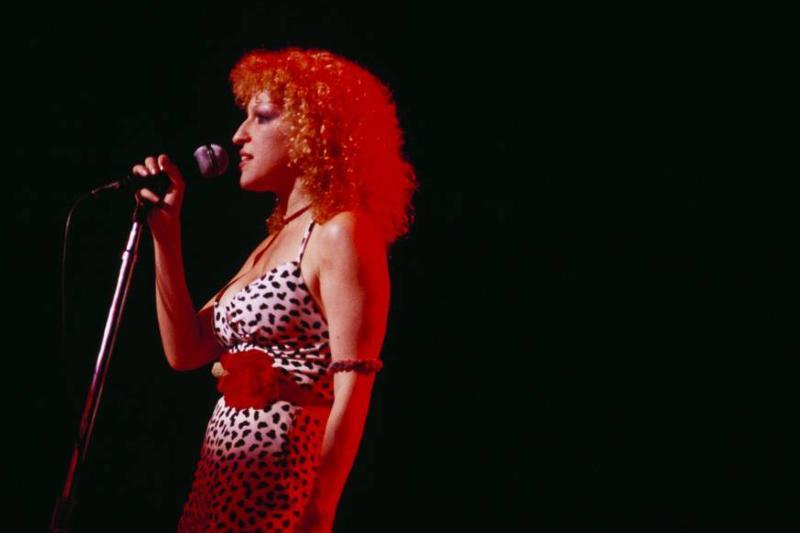 Bette Midler performs onstage in London, 1978.