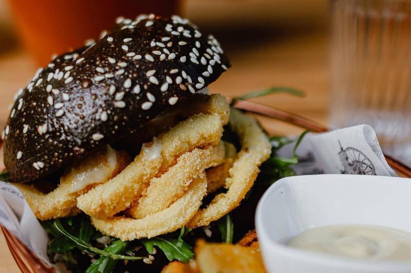 black hamburger bun