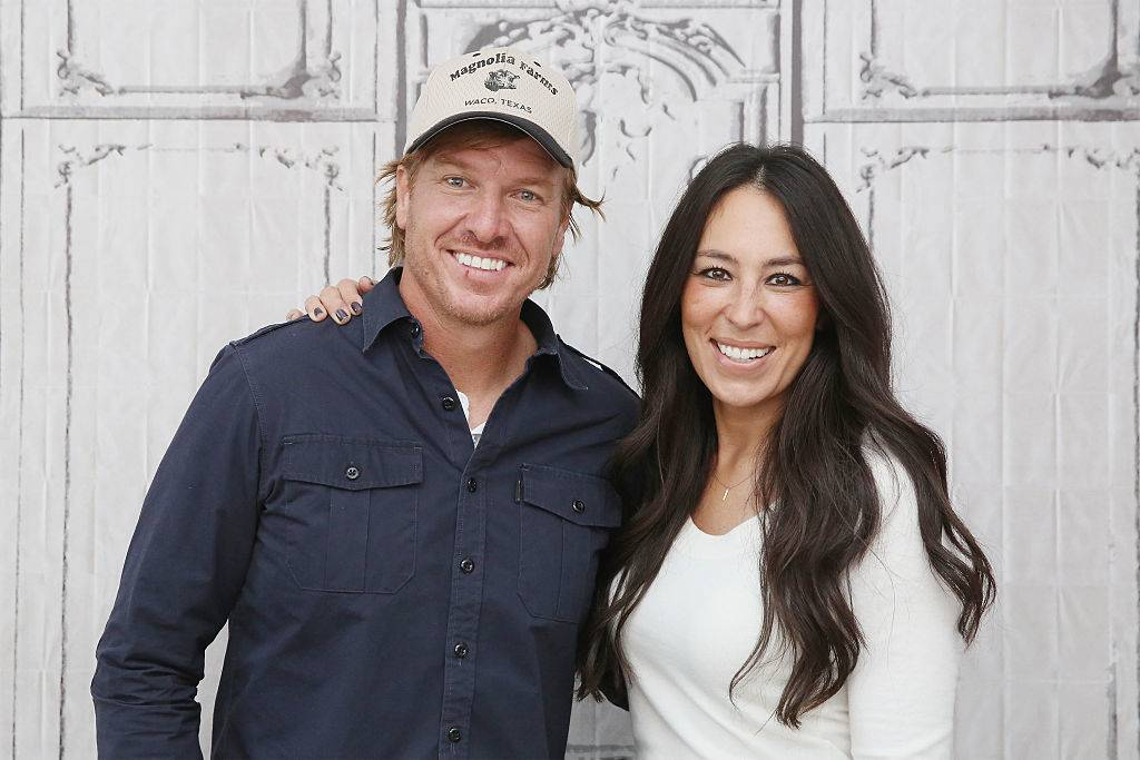 Chip Gaines and Joanna Gaines posing for a photo