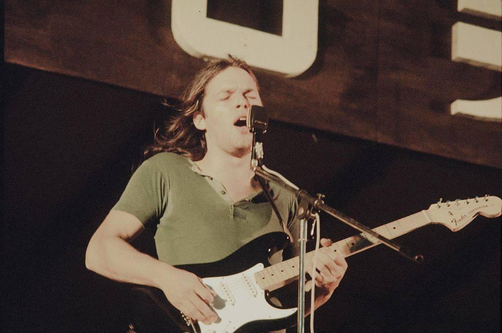David Gilmour playing guitar in 1971