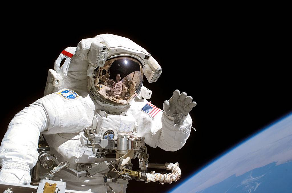 an astronaut doing a space walk to the International Space Station