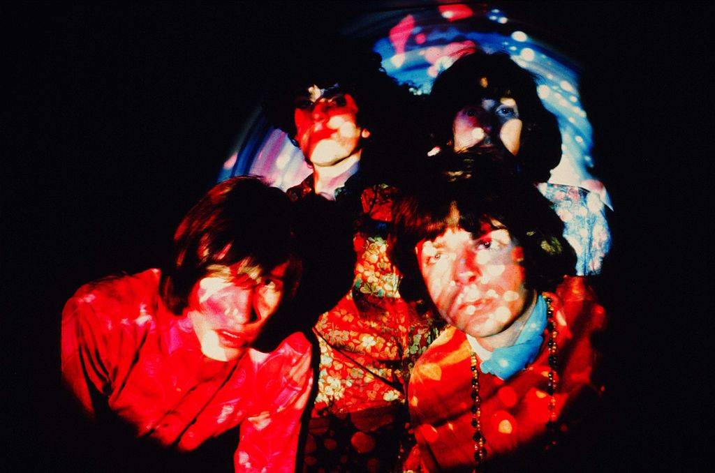 band members of pink floyd in psychedelic lighting